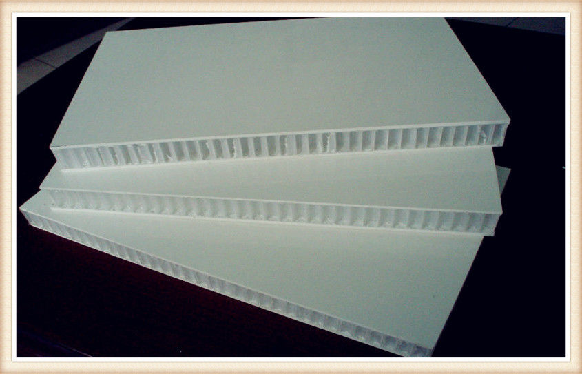 Polyurethane Honeycomb Panels : 섬유는 플라스틱 판 청정실을 위한 알루미늄 벌집 패널 목제 구조를 강화합니다